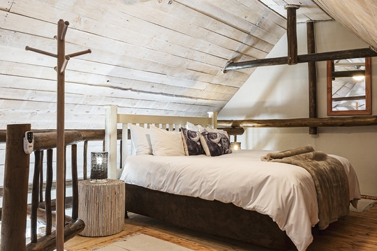 Suite 4 - Loft Bedroom. King or 2 Singles